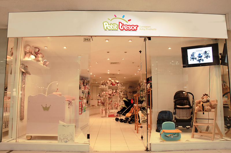 faf0a8c6d Visita nuestras tiendas para bebés con las mejores marcas europeas en  coches, cunas, sillas de auto, sillas de comer, accesorios y más